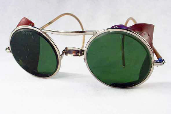 vintage sunglasses : 1940's Barbridge safety glasses by WILLSON (USA)